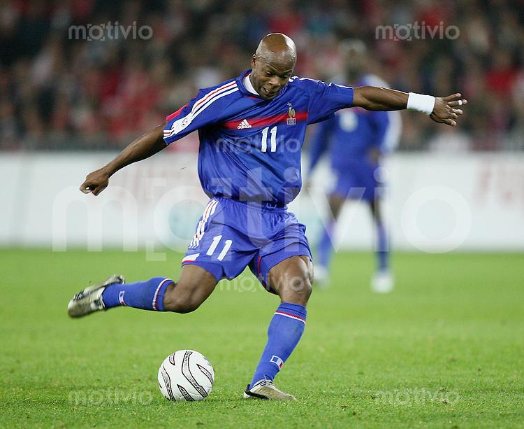 Fussball International WM Qualifikation Schweiz 1-1 Frankreich Sylvain Wiltord (FRA) am Ball