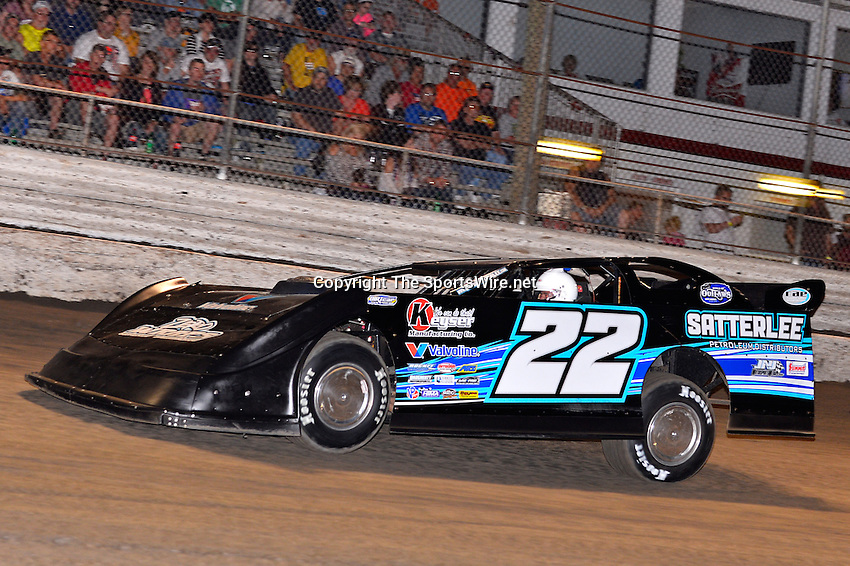 Feb 20, 2014; 6:57:56 PM;  Barberville, FL, USA;  World of Outlaws Late Model Series for 43rd Annual DIRTcar Nationals presented by Summit Racing Equipment at Volusia Speedway Park.  Mandatory Credit: (thesportswire.net)