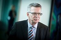 Bundesinnenminister Thomas de Maiziere (CDU) wartet am Mittwoch (11.03.15) in Berlin im Bundeskanzleramt auf den Beginn der Kabinettssitzung.<br /> Foto: Axel Schmidt/CommonLens