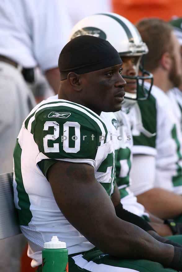 THOMAS JONES, of the New York Jets, in action during the Jets games against the Cincinnati Bengals, in Cincinnati, Ohio on October 21, 2007.  ..The Bengals won the game 38-31...COPYRIGHT / SPORTPICS..........
