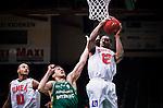 S&ouml;dert&auml;lje 2014-10-11 Basket Basketligan S&ouml;dert&auml;lje Kings - Ume&aring; BSKT :  <br /> Ume&aring;s Germaine Jordan tar en retur i kamp om bollen med S&ouml;dert&auml;lje Kings Toni Bizaca <br /> (Foto: Kenta J&ouml;nsson) Nyckelord:  S&ouml;dert&auml;lje Kings SBBK Basket Basketligan T&auml;ljehallen Ume&aring; BSKT