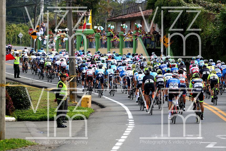 LLANOGRANDE - COLOMBIA, 14-02-2019: El pelotón principal durante la tercera etapa del Tour Colombia 2.1 2019 con un recorrido de 167.6 Km, que se corrió en un circuito con salida y llegada en el Complex Llanogrande. / The main group during the third stage of the Tour Colombia 2.1 2019 with a distance of 167.6 km, which was run on a circuit with start and finish at the Complex Llanogrande. Photo: VizzorImage / Fedeciclismo Prensa / Cont.