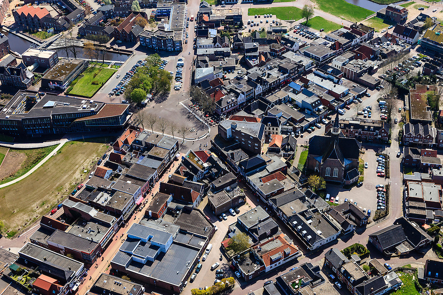 Nederland, Drenthe, Coevorden, 01-05-2013;<br /> centrum van de stad met  links Hof van Coevorden.<br /> Town centre Coevorden.<br /> luchtfoto (toeslag op standard tarieven)<br /> aerial photo (additional fee required)<br /> copyright foto/photo Siebe Swart