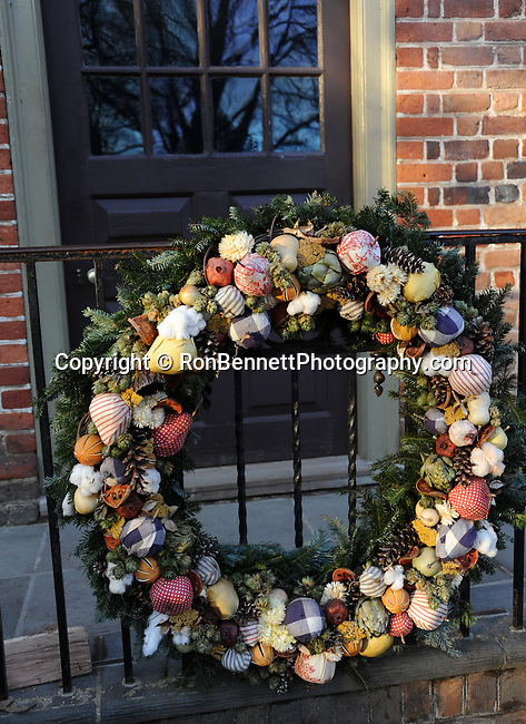 """Christmas Wreath Colonial Williamsburg Virginia,wreath, Colonial Williamsburg Virginia historic district 1699 to 1780 which made colonial Virgnia's Capitol, for most of the 18th century Williamsburg was the center of government education and culture in Colony of Virginia, George Washington, Thomas Jefferson, Patrick Henry, James Monroe, James Madison, George Wythe, Peyton Randolph, and others molded democracy in the Commonwealth of Virginia and the United States, Motto of Colonial Williamsburg is """"The furture may learn from the past,"""" Colonial Williamsburg Virginia,Colonial Williamsburg Virginia, American Revolution Virginia Colony, James River, York River, Middle Plantation, Jamestown, Yorktown, 1607, Native American, Powhatan Confederacy, House of Burgesses, William and Mary,"""