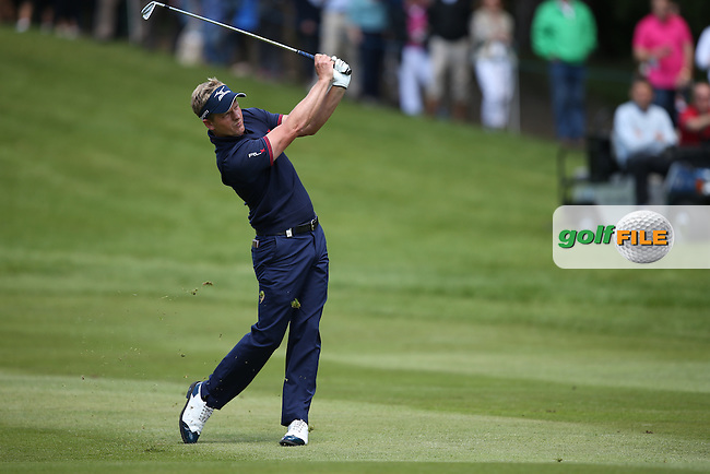 Luke Donald (ENG) plays second shot to the par 5 4th during the Final Round of the BMW PGA Championship from Wentworth Golf Club, Virginia Waters, London, UK. Picture:  David Lloyd / www.golffile.ie