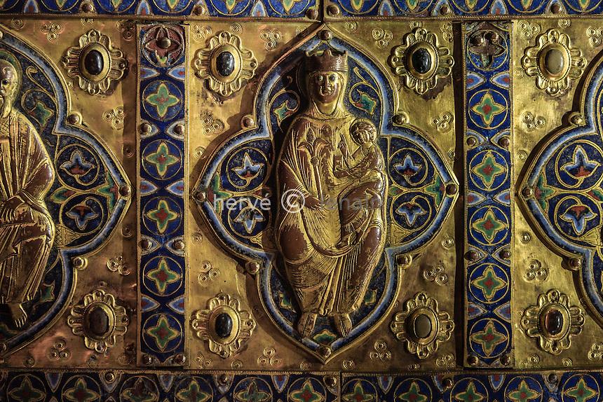 France, Indre (36), Saint-Marcel, le trésor de l'église Saint-Marcel, châsse-reliquaire en cuivre et émaux du XIIIème siècle // France, Indre, Saint Marcel, the church, the treasure, reliquary in copper and enamel
