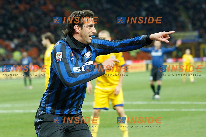 """Esultanza di Diego Milito Inter..Celebration..Milano 07/01/2012 Stadio """"S.Siro""""..Football / Calcio Serie A 2011/2012..Inter vs Parma..Foto Paolo Nucci Insidefoto"""