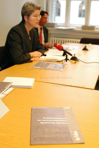 Vorstellung Broschuere &quot;Antisemitismus im extremistischen Spektrum Berlins&quot;<br /> Der Berliner Innensenator Dr. Ehrhard Koerting und die Leiterin des Verfassungsschutz Berlin Claudia Schmid (im Bild), stellten am Dienstag den 21. Dezember 2004 die Broschuere &quot;Antisemitismus im extremistischen Spektrum Berlins&quot; vor. In der Publikation werden antisemitische, antiisraelische und antizionistische Vorfaelle, Uebergriffe und Aktivitaeten im Jahr 2003 in Berlin dargestellt. Schwerpunkt dabei sind Ausfuehrungen zu Rechtsextremisten und sogenannten Islamisten.<br /> 21.12.2004, Berlin<br /> Copyright: Christian-Ditsch.de<br /> [Inhaltsveraendernde Manipulation des Fotos nur nach ausdruecklicher Genehmigung des Fotografen. Vereinbarungen ueber Abtretung von Persoenlichkeitsrechten/Model Release der abgebildeten Person/Personen liegen nicht vor. NO MODEL RELEASE! Nur fuer Redaktionelle Zwecke. Don't publish without copyright Christian-Ditsch.de, Veroeffentlichung nur mit Fotografennennung, sowie gegen Honorar, MwSt. und Beleg. Konto: I N G - D i B a, IBAN DE58500105175400192269, BIC INGDDEFFXXX, Kontakt: post@christian-ditsch.de<br /> Bei der Bearbeitung der Dateiinformationen darf die Urheberkennzeichnung in den EXIF- und  IPTC-Daten nicht entfernt werden, diese sind in digitalen Medien nach &sect;95c UrhG rechtlich geschuetzt. Der Urhebervermerk wird gemaess &sect;13 UrhG verlangt.]