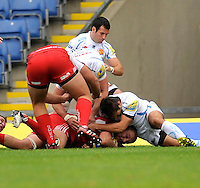 Oxford, England. Ed Jackson of London Welsh scores the winning try during the Aviva Premiership match between London Welsh and Exeter Chiefs at the Kassam Stadium on September 16, 2012 in Oxford, England.