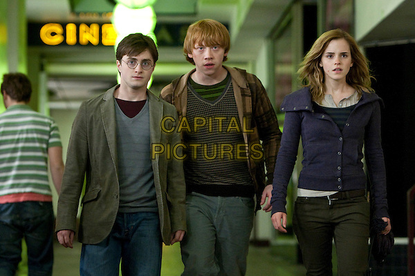 DANIEL RADCLIFFE, RUPERT GRINT & EMMA WATSON.in Harry Potter and the Deathly Hallows: Part I .*Filmstill - Editorial Use Only*.1 one.CAP/FB.Supplied by Capital Pictures.
