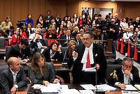 L'avvocato Franco Coppi, in piedi, tiene la sua arringa durante l'udienza conclusiva del processo per il delitto di Via Poma, presso la Corte d'Appello di Roma, 27 aprile 2012. A sinistra, l'imputato Raniero Busco, alle spalle di Coppi la moglie dell'imputato, Roberta Milletari', e, a destra, l'avvocato Paolo Loria..UPDATE IMAGES PRESS/Riccardo De Luca