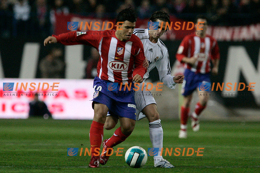 Atletico de Madrid's Sergio Aguero against Real Madrid's Fernando Gago during Spain's La Liga match at Vicente Calderon stadium in Madrid, Saturday February 25, 2007. (INSIDE/ALTERPHOTOS/Alvaro Hernandez).