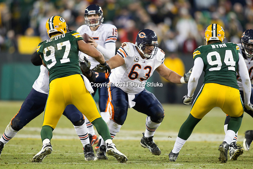 Chicago Bears offensive lineman/center Roberto Garza (63) blocks during a week 16 NFL football game against the Green Bay Packers on December 25, 2011 in Green Bay, Wisconsin. The Packers won 35-21. (AP Photo/David Stluka)
