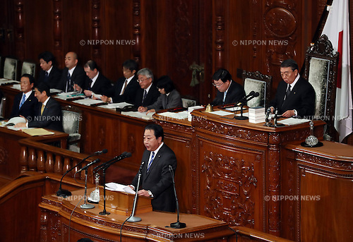 January 23, 2017, Tokyo, Japan - Japan's main opposition Democratic Party Secretary General Yoshihiko Noda questions to Prime Minister Shinzo Abe for Abe's policy speech at the Lower House's plenary session at the National Diet in Tokyo on Monday, January 23, 2017. Abe said he had no change of his view for U.S. President Donald Trump as Trump was a trustworthy leader.   (Photo by Yoshio Tsunoda/AFLO) LWX -ytd-