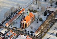 Schlosskirche Ahrensburg: EUROPA, DEUTSCHLAND, SCHLESWIG- HOLSTEIN 02.01.2010: In unmittelbarer Naehe des Ahrensburger Schlosses befindet sich die Schlosskirche. Sie wurde ebenso wie das Schloss im Jahre 1595 von Peter Rantzau erbaut..Neben der Schlosskirche stehen 2 Reihenhaeuser mit 24 Gottesbuden, in denen auch heute noch alte und hilfsbeduerftige Menschen teilweise mietfrei leben. Kirche, Sozialwohnung, alt, Gottesbuden..Luftaufnahme, Luftbild,  Luftansicht.c o p y r i g h t : A U F W I N D - L U F T B I L D E R . de.G e r t r u d - B a e u m e r - S t i e g 1 0 2, .2 1 0 3 5 H a m b u r g , G e r m a n y.P h o n e + 4 9 (0) 1 7 1 - 6 8 6 6 0 6 9 .E m a i l H w e i 1 @ a o l . c o m.w w w . a u f w i n d - l u f t b i l d e r . d e.K o n t o : P o s t b a n k H a m b u r g .B l z : 2 0 0 1 0 0 2 0 .K o n t o : 5 8 3 6 5 7 2 0 9.V e r o e f f e n t l i c h u n g  n u r  m i t  H o n o r a r  n a c h  A b s p r a c h e, N a m e n s n e n n u n g  u n d  B e l e g e x e m p l a r !.