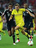 FUSSBALL   1. BUNDESLIGA   SAISON 2012/2013   SUPERCUP FC Bayern Muenchen - Borussia Dortmund            12.08.2012 Luiz Gustavo (li, FC Bayern Muenchen) gegen Kevin Grosskreutz (Borussia Dortmund)