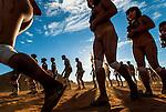 &Iacute;ndios Kalapalos dan&ccedil;ando no Ritual Kuarup na Aldeia Aiha no Parque Ind&iacute;gena do Xingu | Kalapalo indians dancing in the Kuarup Ritual at Aiha Village in the Xingu Indigenous Park<br /> <br /> LOCAL: Quer&ecirc;ncia, Mato Grosso, Brasil <br /> DATE: 07/2009 <br /> &copy;Pal&ecirc; Zuppani