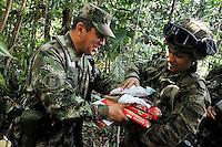 SELVA DEL DARIEN -COLOMBIA. 24-12-2013.  En medio de la espesa selva del DariŽn, el ministro de Defensa, Juan Carlos Pinz—n, visit— a una de las unidades de la Fuerza de Tarea Nudo de Paramillo, ubicada en la zona norte de Antioqu'a, <br />  . / Amid the thick jungle of Darien, Defense Minister Juan Carlos Pinz—n, visited one of the units of Task Force Nudo of Paramillo , located in the north of Antioquia,.Photo: Mauricio Orjuela / Ministerio de Defensa Nacional