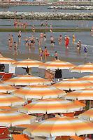 - beach with beach umbrellas ....- spiaggia con ombrelloni ....