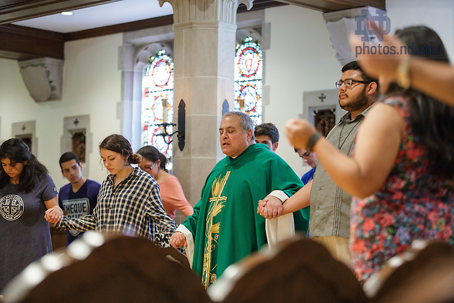 September 11, 2016; Misa en Español (Spanish Mass) in Dillon Hall chapel, Rev. Joseph Corpora, C.S.C. celebrating. (Photo by Peter Ringenberg/University of Notre Dame)