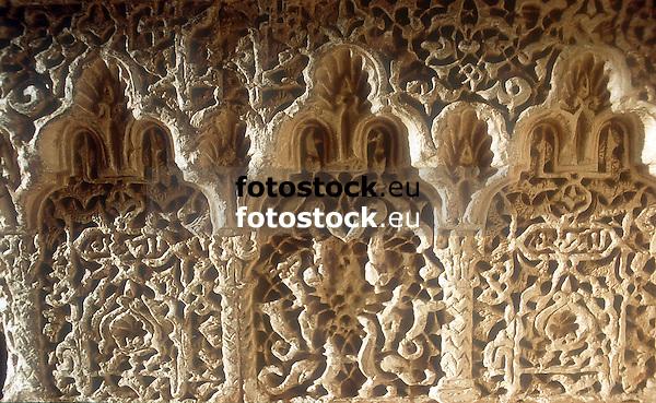 moorish masonry in the Alhambra palace<br /> <br /> piedra labrada en el palacio de Alhambra<br /> <br /> maurische Steinmetzarbeiten in der Alhambra in Granada<br /> <br /> 1638 x 1008 px<br /> Original: 35 mm slide transparancy