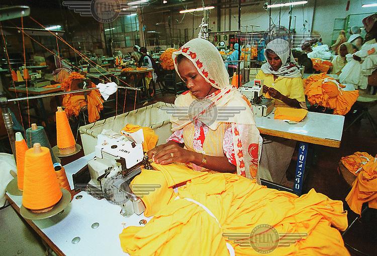 Eritrea, Asmara, 25.12.2000.Women working in the Asmara Textile Factory..©Stefan Boness/Panos Pictures