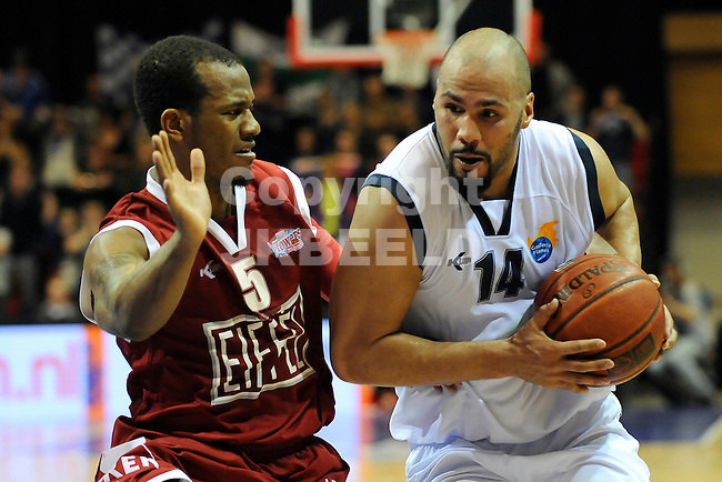 GRONINGEN - Basketbal, Martiniplaza,  Gasterra Flames - Eiffeltowers,  Dutsch Basketball League, halve finale  play-offs 5 , seizoen 2011-2012, 13-05-2012  Frank Turner (l) met Bryan Defares (r)..