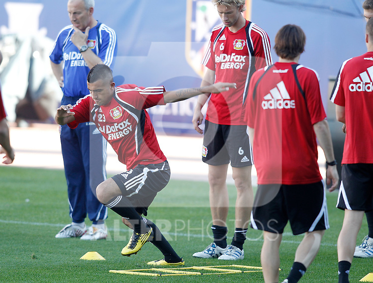 Bayer Leverkusen's Arturo Vidal Jupp Heynckes during trainning previous to Europa League match. September 29, 2010. (ALTERPHOTOS/Alvaro Hernandez)
