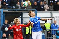 Felix Platte (SV Darmstadt 98) gegen J. van den Bergh (Holstein Kiel) - 28.10.2017: SV Darmstadt 98 vs. Holstein Kiel, Stadion am Boellenfalltor, 2. Bundesliga