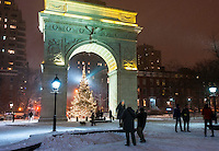 New York, NY - Christmas snowstorm in Washington Square Park