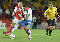BOGOTÁ-COLOMBIA-11-02-2014. Omar Perez (Izq.) jugador del Independiente Santa Fe de Colombia, disputa el balón con Marcos Melgarejo (Der.) jugador del Nacional de Paraguay, durante partido entre Independiente Santa Fe y Nacional de la segunda fase, grupo 4, de la Copa Bridgestone Libertadores en el estadio Nemesio Camacho El Campin, de la ciudad de Bogota./ Omar Perez (L) player of Independiente Santa Fe of Colombia, vies for the ball with Marcos Melgarejo (R) player of Nacional of Paraguay, during a match between Independiente Santa Fe and Nacional for the second phase, group 4, of the Copa Bridgestone Libertadores in the Nemesio Camacho El Campin in Bogota city.  Photo: VizzorImage/ Gabriel Aponte /Staff