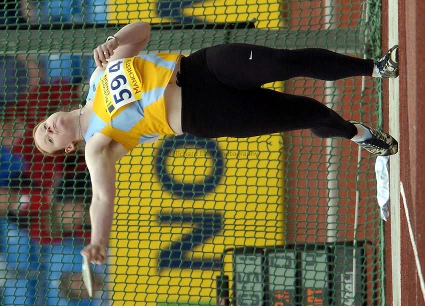 Photo: Richard Lane..Norwich Union Olympic and AAA Championships, Manchester Regional Stadium. 11/07/2004..Claire Moore Griss, in the womens discus.