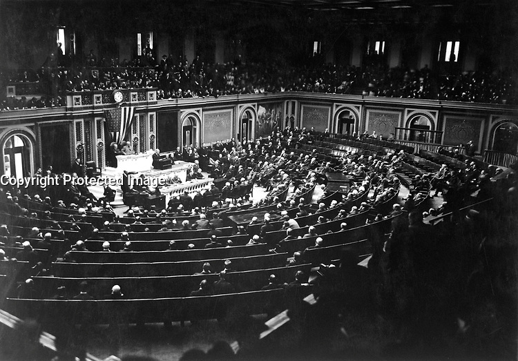 President Wilson reading the Armistice terms to Congress.  November 11, 1918.  Sgt. Vincent J. Palumbo.  (Army)<br /> NARA FILE #:  111-SC-25684<br /> WAR &amp; CONFLICT BOOK #:  711
