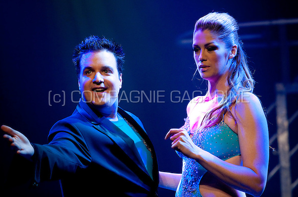 Kelly Pfaff as special guest of Belgian illusionist Rafael during his It's Magic show in Leuven (Belgium, 24/09/2010)