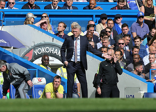 May 21st 2017, Stamford Bridge, Chelsea, London,  England;  EPL Premier league football, Chelsea FC versus Sunderland; Sunderland manager David Moyes giving instructions from the touchline