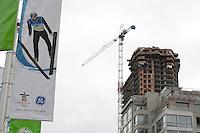 Olympiastadt Vancouver 2010..Bannerwerbung mit Baustelle im Stadtzentrum von Vancouver