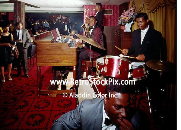 Pitts Motor Inn, Washington, DC, Band playing