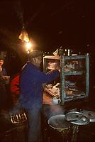Asie/Chine/Jiangsu/Nankin/Quartier du temple de Confucius: Le marché - Restaurant de rue - Vue nocturne<br /> PHOTO D'ARCHIVES // ARCHIVAL IMAGES<br /> CHINE 1990