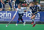 AMSTELVEEN -  Xan de Waard (SCHC) met Josephine Murray (Pinoke) tijdens de competitie hoofdklasse hockeywedstrijd dames, Pinoke-SCHC (1-8) . COPYRIGHT KOEN SUYK