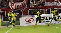 NEIVA -HUILA -COLOMBIA, 22-NOVIEMBRE-2014.Carlos Diaz del Atletico Huila  celebra su gol contra  el Independeinte Santa Fe  durante partido por los cuadrangulares semifinales 3 fecha  de la Liga Postobón 2014-II , jugado en el estadio Guillermo Plazas Alcid de la ciudad de Neiva./ Carlos Diaz   of Atletico Huila  celebrates his goal agaisnt Independiente Santa Fe  during the semifinal  match runs 3th date Postobón II League 2014 played at Guillermo Plazas Alcid stadium in Neiva city.Photo / VizzorImage / Felipe Caicedo  / Staff