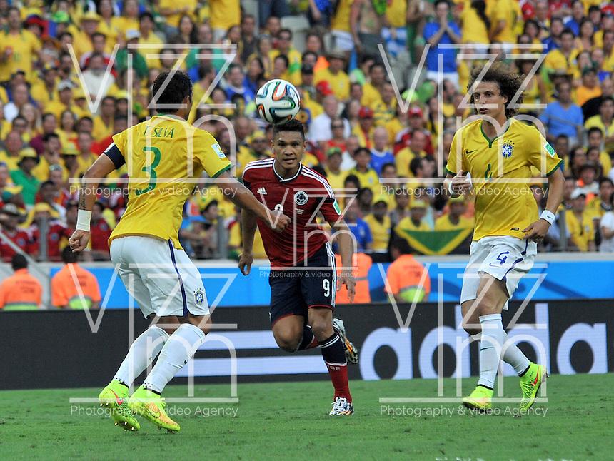 FORTALEZA - BRASIL -04-07-2014. Teofilo Gutierrez (#9) jugador de Colombia (COL) disputa un balón con David Luiz (#4) y Tiago Silva (#3) jugadores de Brasil (BRA) durante partido de los cuartos de final por la Copa Mundial de la FIFA Brasil 2014 jugado en el estadio Castelao de Fortaleza./ Teofilo Gutierrez (#9) player of Colombia (COL) fights the ball with David Luiz (#4) and Tiago Silva (#3) player of Brazil (BRA) during the match of the Quarter Finals for the 2014 FIFA World Cup Brazil played at Castelao stadium in Fortaleza. Photo: VizzorImage / Alfredo Gutiérrez / Contribuidor