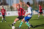 2015-11-01 / Voetbal / seizoen 2015-2016 / Zwijndrecht - 's Gravenwezel-Schilde / Thomas Dons met Matti Van den Nieuwenbriel (r. Zwijndrecht)<br /><br />Foto: Mpics.be