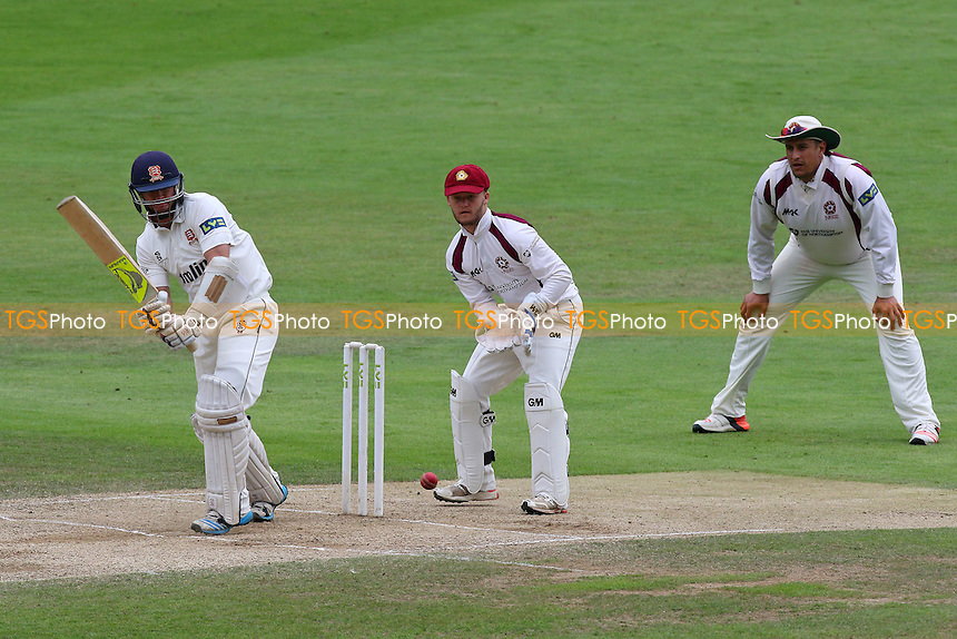 Mark Pettini in batting action for Essex CCC as Ben Duckett looks on from behind the stumps