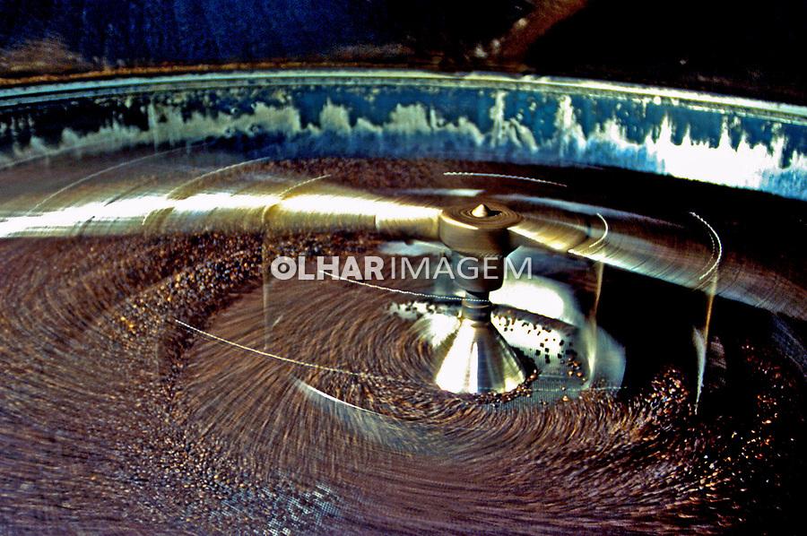 Maquina de torrefaçao de cafe, SP. 2000. Foto de Manuel Lourenço.