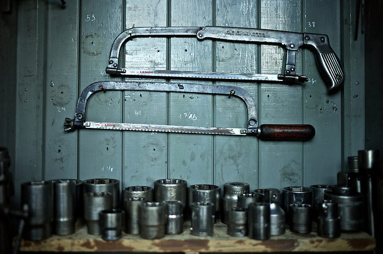 In contrast to the other areas of the workshop in Pen?arol (Montevideo, Uruguay), where the same tools brought by the british in the late 1800s are being used to this day, the 'Diesel' garage has a somewhat newer arsenal.
