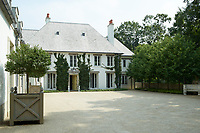 The house has elegant dimensions and an impressive courtyard.