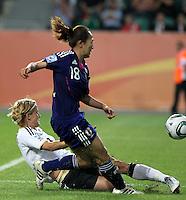 Wolfsburg , 100711 , FIFA / Frauen Weltmeisterschaft 2011 / Womens Worldcup 2011 , Viertelfinale ,  Deutschland (GER) - Japan (JPN) .Saskia Bartusiak (GER) kann Karina Mauyama  (JPN) nicht stoppen , es fällt das 1:0 für Japan .Foto:Karina Hessland .