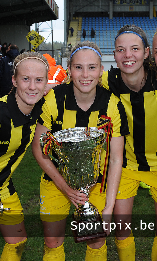 20160417 - WESTERLO , BELGIUM : Lierse's Silke Demeyere (L) and Jana Coryn (M) and Nicky Van den Abbeele (R) pictured during the final of Belgian cup 2016 , a soccer women game between SK Lierse Dames and RSC Anderlecht  , in stadion Het Kuipje Westerlo , sunday 17 th April 2016 . PHOTO SPORTPIX.BE / DIRK VUYLSTEKE