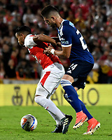 BOGOTÁ - COLOMBIA, 06-05-2018: Wilson Morelo (Izq.) jugador de Independiente Santa Fe, disputa el balón con Matías de los Santos (Der.) jugador de Millonarios, durante partido de la fecha 19 entre Independiente Santa Fe y Millonarios, por la Liga Aguila I 2018, en el estadio Nemesio Camacho El Campin de la ciudad de Bogota. / Wilson Morelo (Izq.) player of Independiente Santa Fe struggles for the ball with Matias de los Santos (R) player of Millonarios, during a match of the 19th date between Independiente Santa Fe and Millonarios, for the Liga Aguila I 2018 at the Nemesio Camacho El Campin Stadium in Bogota city, Photo: VizzorImage / Luis Ramírez / Staff.