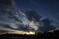 SÃO PAULO, SP, 26/02/2012, CLIMA TEMPO, LUIZ GUARNIERI/ BRAZIL PHOTO PRESS.<br /> <br /> São Paulo amanheceu com algumas nuvens no ceu, a previsão é de um dia quente, mas no final da tarde chove forte na capital paulista.<br /> <br />  Luiz Guarnieri/ Brazil Photo Press.